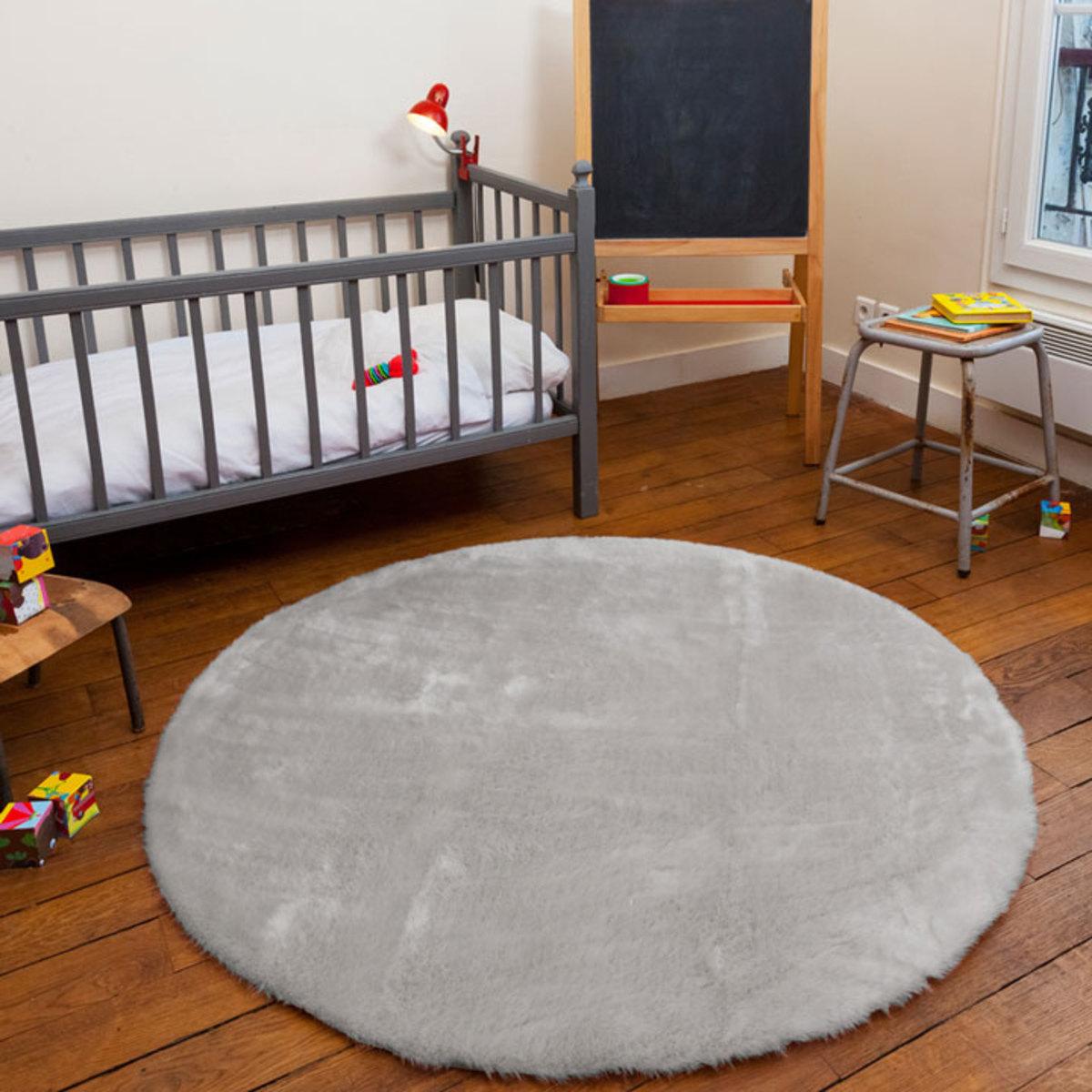 Pilepoil tapis rond en fausse fourrure gris clair 140 for Poutres peintes en gris clair