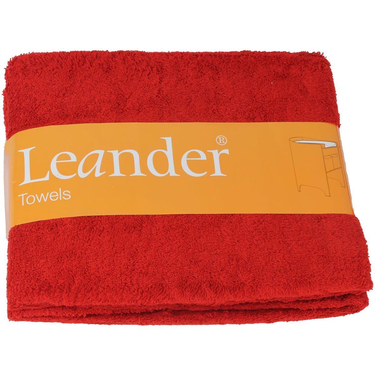 leander lot de deux serviettes rouge linge sortie de bain leander sur l 39 armoire de b b. Black Bedroom Furniture Sets. Home Design Ideas