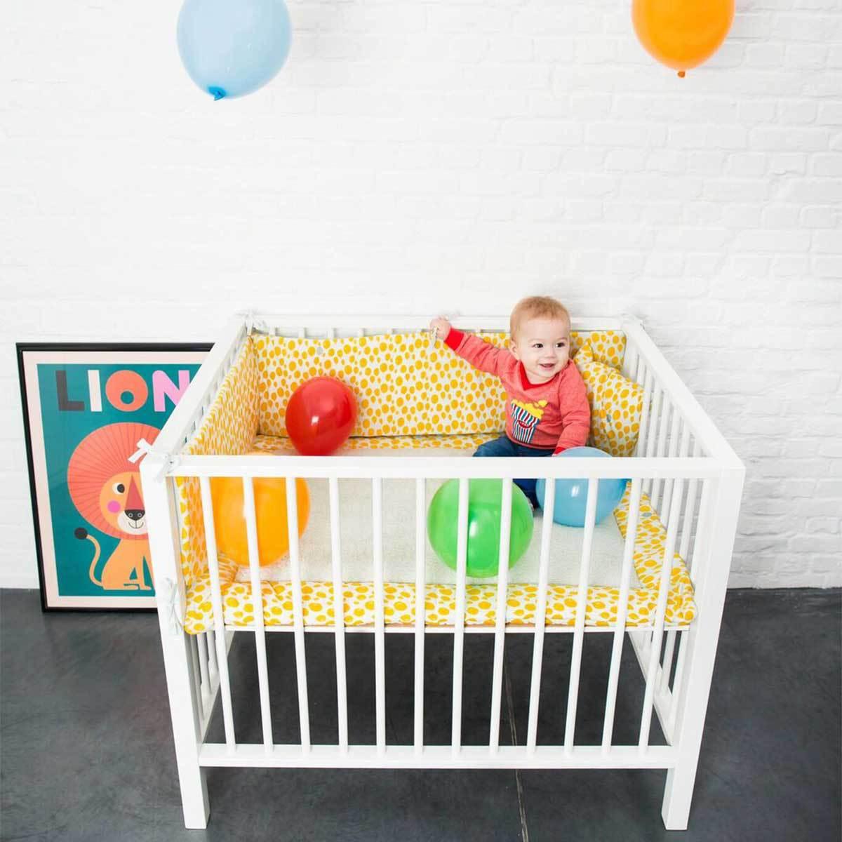trixie baby tour de lit floral linge de lit trixie baby. Black Bedroom Furniture Sets. Home Design Ideas