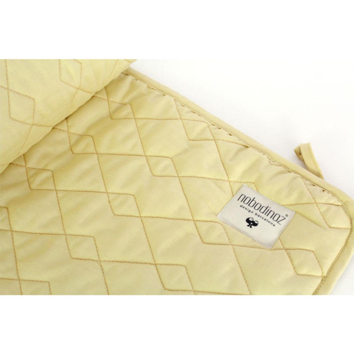 nobodinoz tour de lit alexandria pure line jaune d 39 or linge de lit nobodinoz sur l 39 armoire. Black Bedroom Furniture Sets. Home Design Ideas