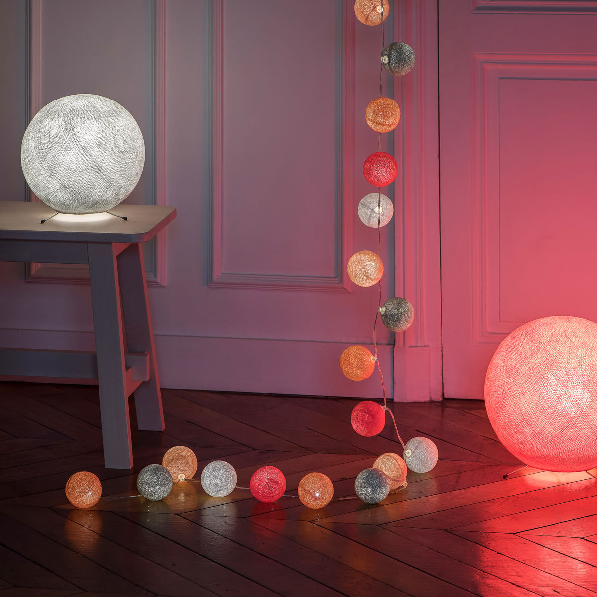 la case de cousin paul guirlande lumineuse nina led 20 boules suspension d corative la case. Black Bedroom Furniture Sets. Home Design Ideas