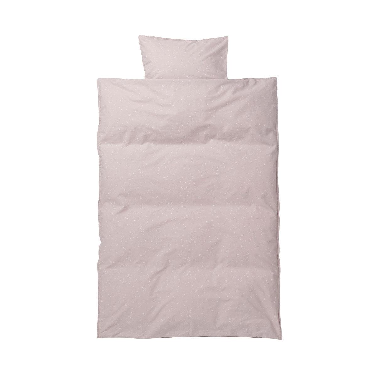 ferm living parure de lit junior milkyway rose linge de lit ferm living sur l 39 armoire de b b. Black Bedroom Furniture Sets. Home Design Ideas