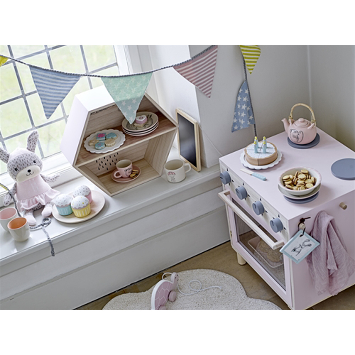 bloomingville tapis nuage blanc tapis bloomingville sur l 39 armoire de b b. Black Bedroom Furniture Sets. Home Design Ideas