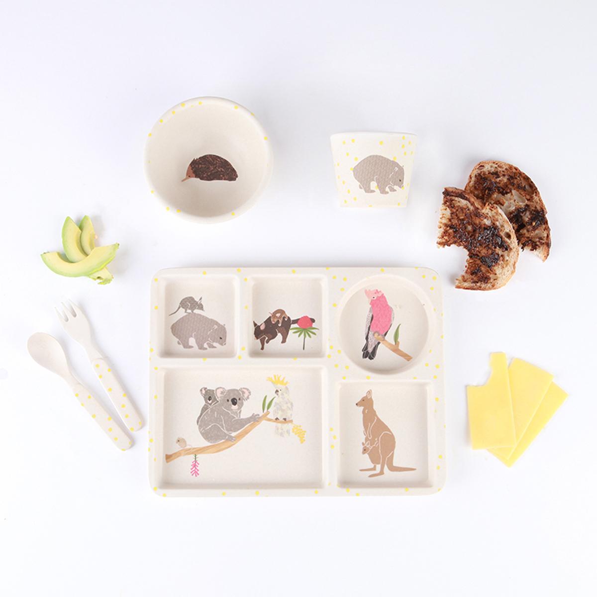love mae coffret bambou 5 pi ces australiana coffret repas love mae sur l 39 armoire de b b. Black Bedroom Furniture Sets. Home Design Ideas