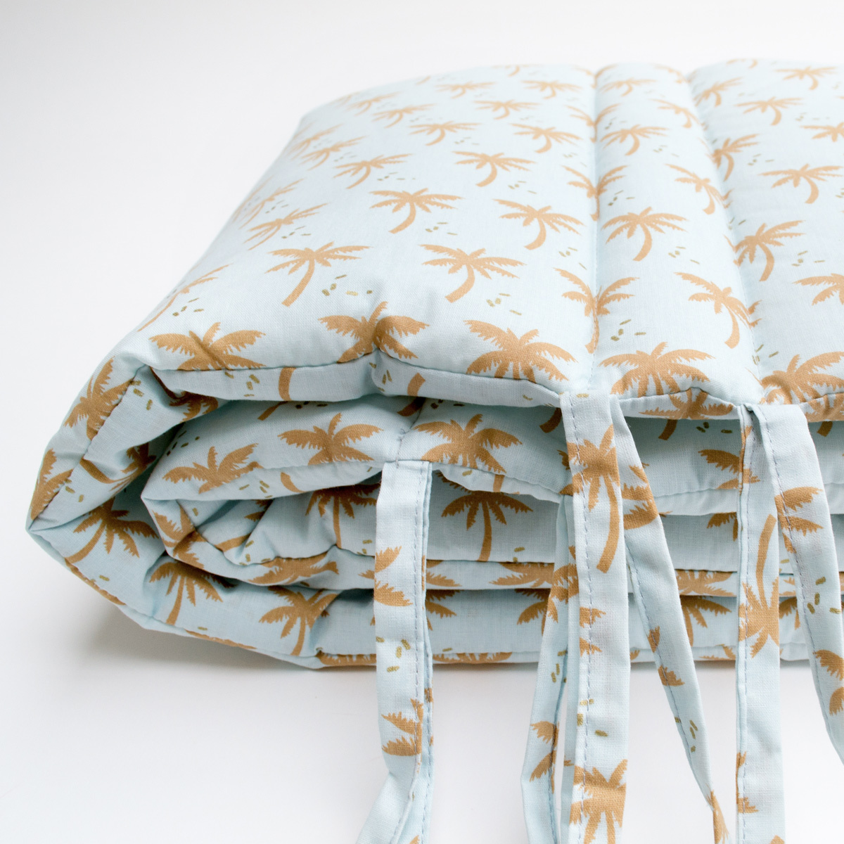 cocoeko tour de lit palmier linge de lit cocoeko sur l 39 armoire de b b. Black Bedroom Furniture Sets. Home Design Ideas