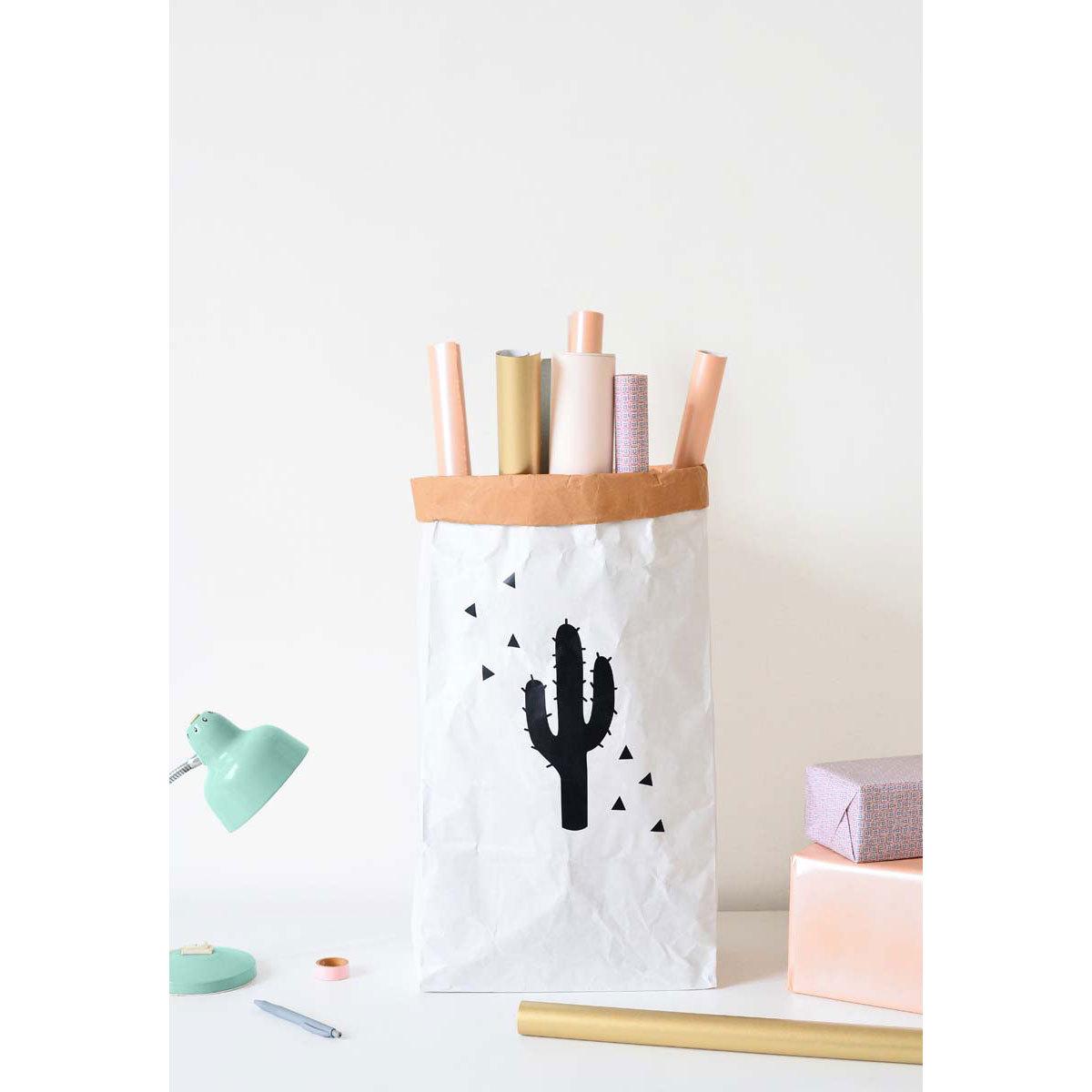 funambulus sac de rangement cactus rangement jouet funambulus sur l 39 armoire de b b. Black Bedroom Furniture Sets. Home Design Ideas