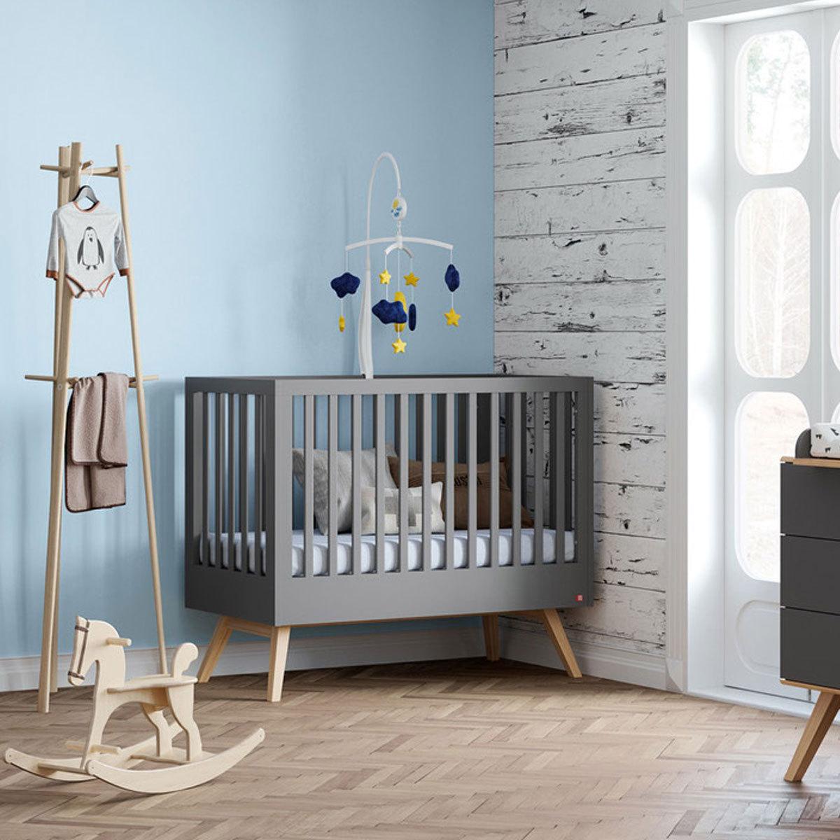 vox meubles lit b b nature 70 x 140 cm gris lit b b vox meubles sur l 39 armoire de b b. Black Bedroom Furniture Sets. Home Design Ideas