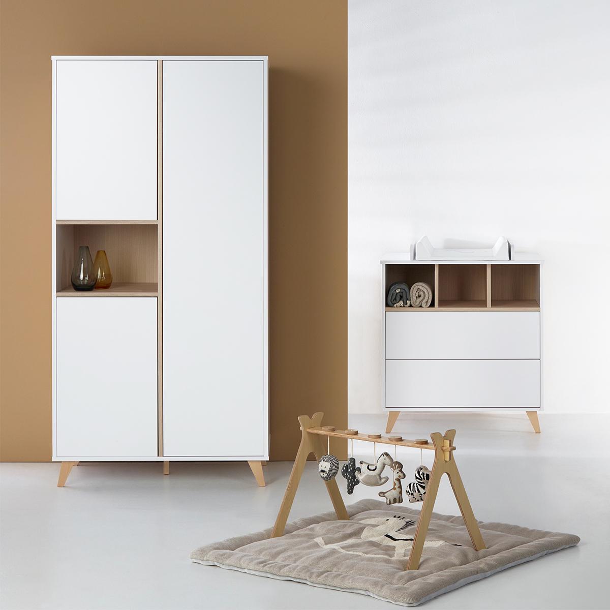 quax armoire 3 portes loft white armoire quax sur l. Black Bedroom Furniture Sets. Home Design Ideas