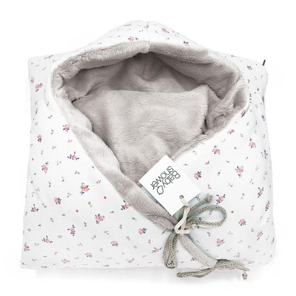 Chancelière nid d'ange en forme d'étoile pour tenir chaud à bébé lors de vos promenades en poussette