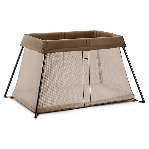 babybj rn lit parapluie light brun clair lit parapluie babybj rn sur l 39 armoire de b b. Black Bedroom Furniture Sets. Home Design Ideas